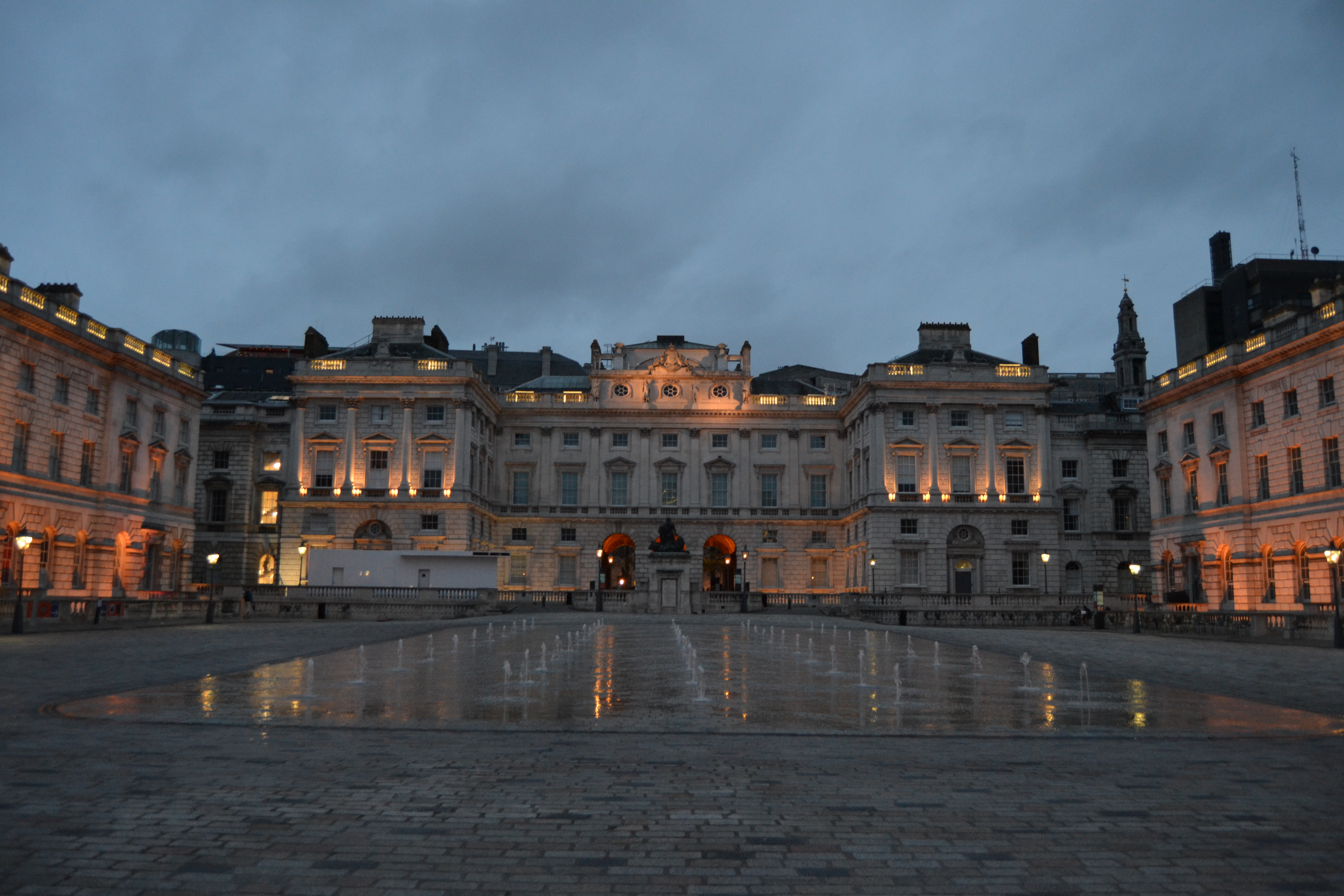 Somerset House en verano - propiedad de Fly and Grow©