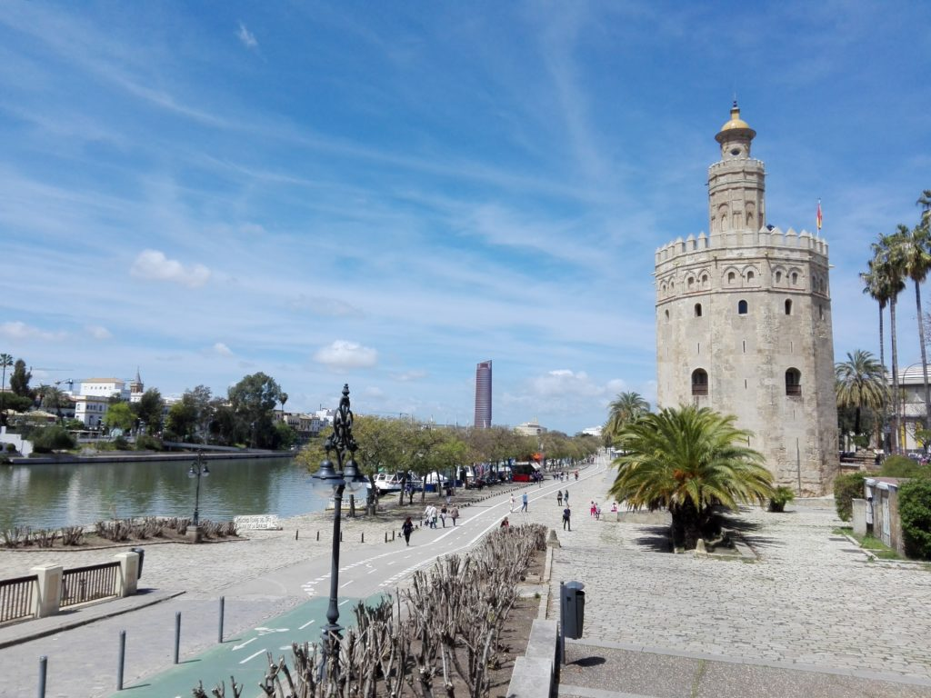 Sevilla Torre del Oro.© Propiedad de Fly and Grow