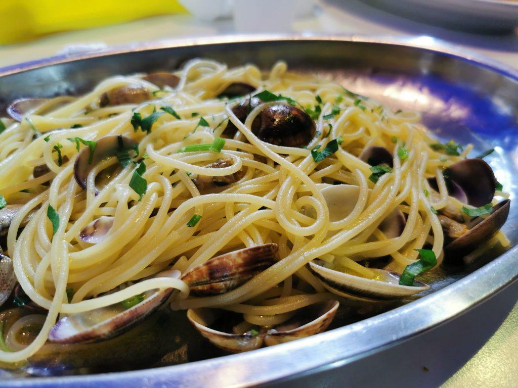 Spaghetti con le vongole, Napoli