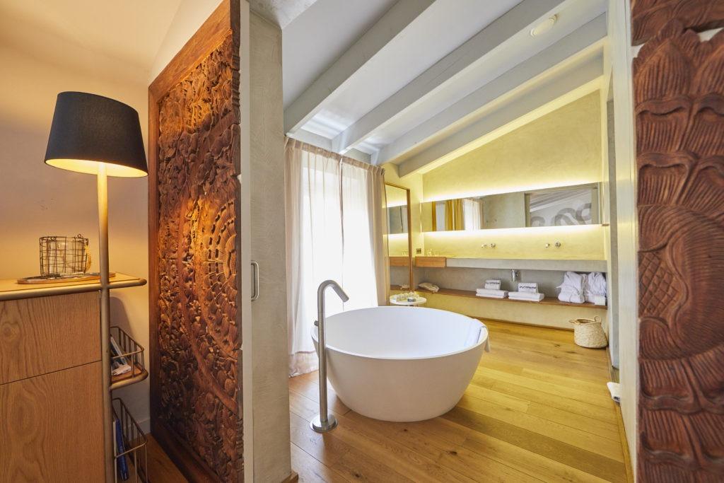 Baño de habitación Puro Hotel