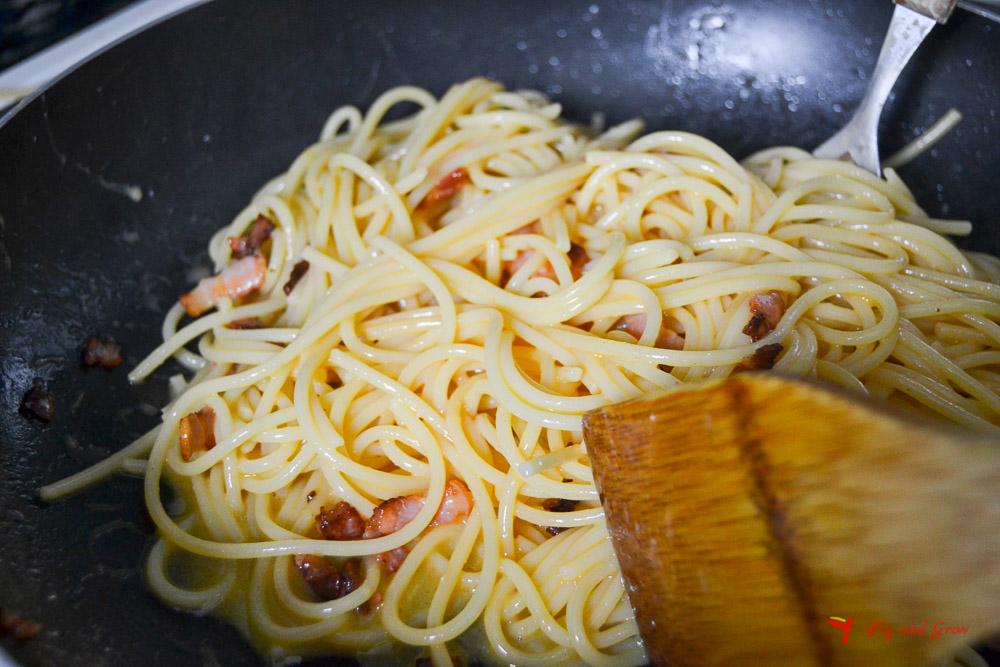 paso de la receta de pasta carbonara
