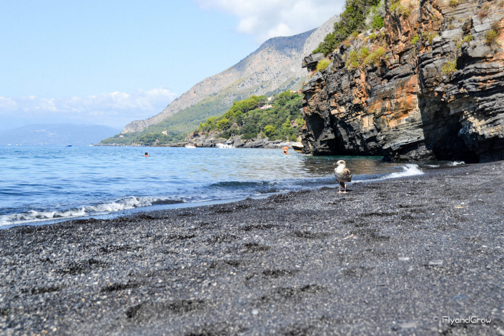 Playa negra de Maratea