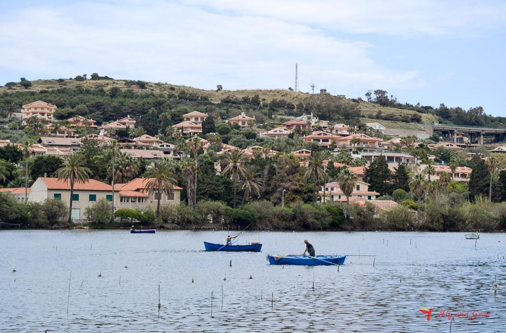 pescadores en el lago Ganzirri